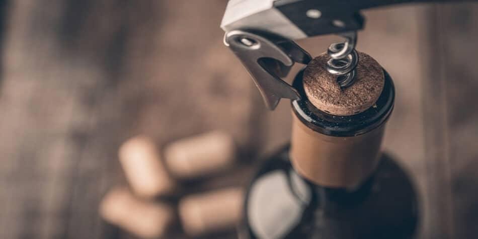 formas de abrir una botella de vino sin sacacorchos